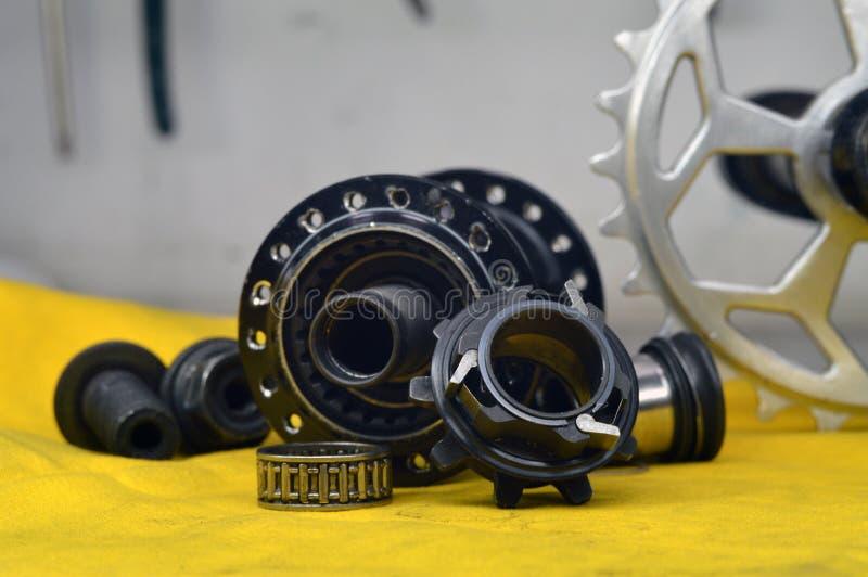 Worn-вне втулка велосипеда с спицами стоковые фотографии rf
