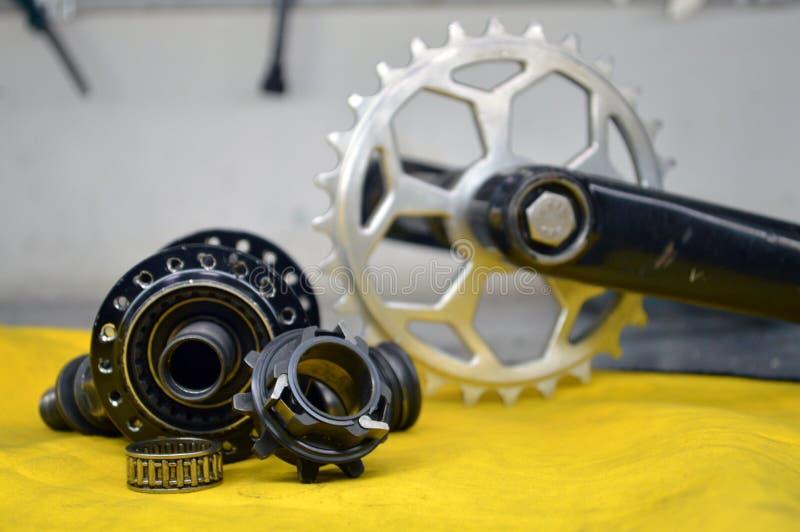 Worn-вне втулка велосипеда с спицами стоковые изображения rf