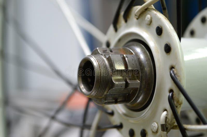 Worn-вне втулка велосипеда с спицами стоковая фотография