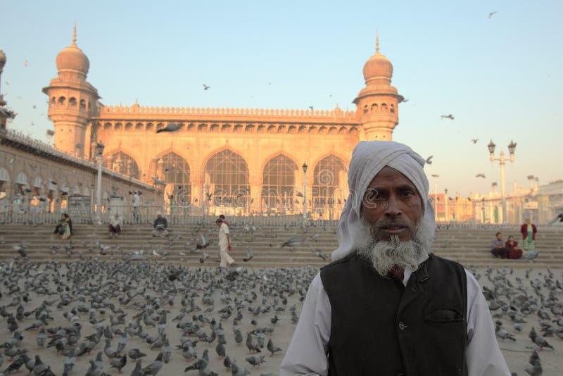 Worshiper bij de moskee van Mekka Masjid, Hyderabad stock afbeelding
