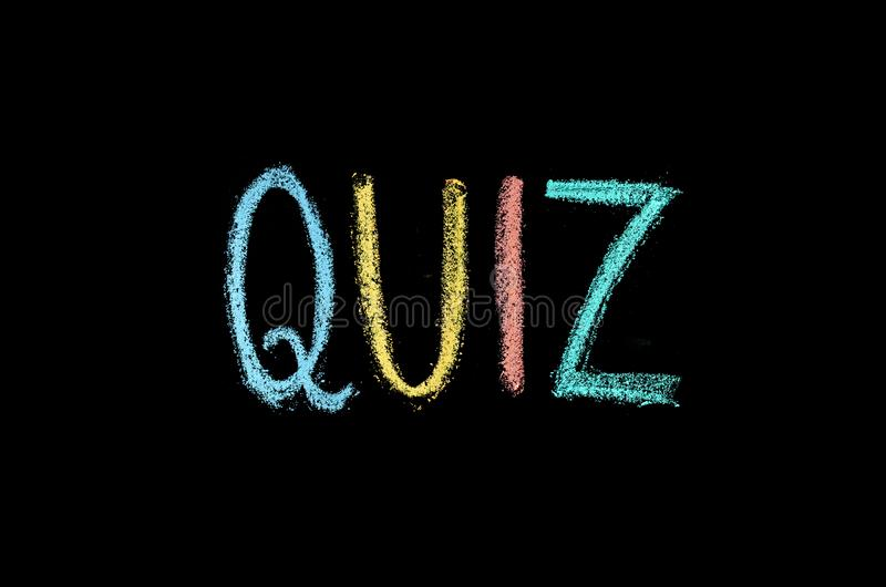 Wort'Quiz drawned auf Tafel stockfotos