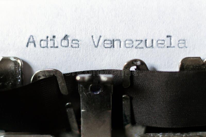 Wort 'Adios Venezuela 'Auf Wiedersehen Venezuela geschrieben auf Schreibmaschine stockfotografie