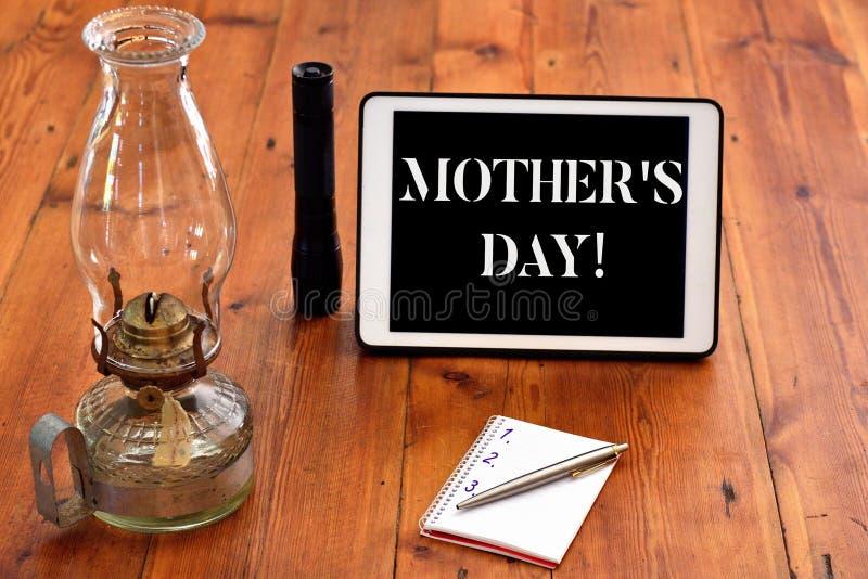 Wort, das Tag Text Mutter-S schreibt Gesch?ftskonzept f?r Tag des Jahres, in dem M?tter besonders von den Kindern geehrt werden lizenzfreie stockbilder