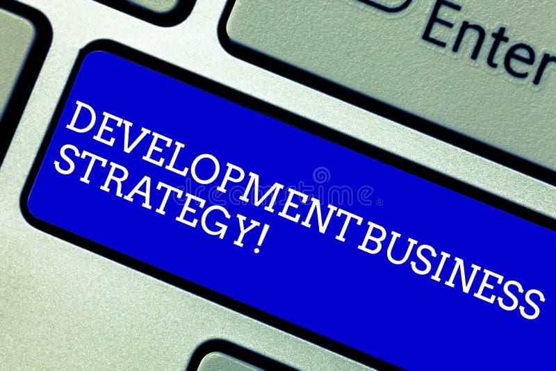 Wort, das Text Entwicklungs-Geschäftsstrategie schreibt Geschäftskonzept für langfristige strategische Tastatur Plan des Unterneh lizenzfreie stockfotografie