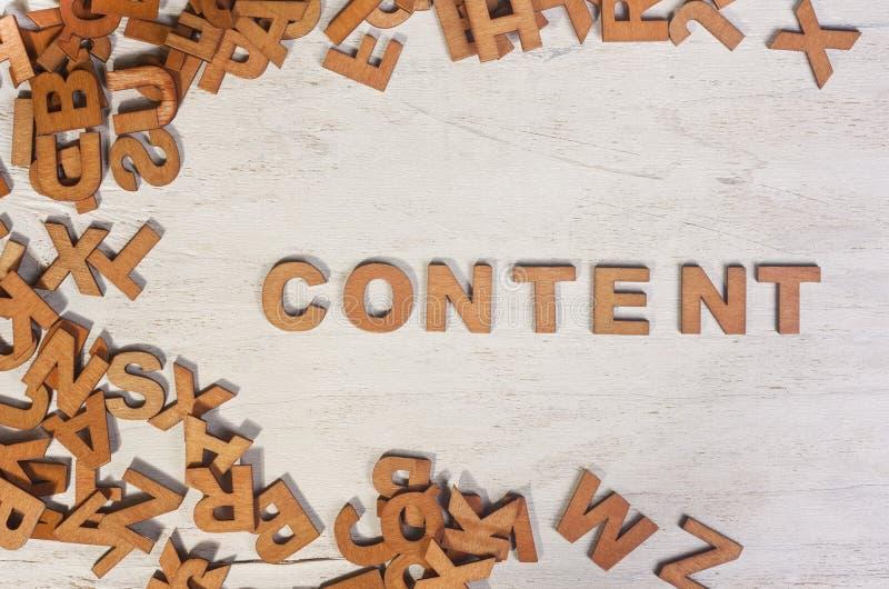 Wort des Inhalts wird hölzerne Briefe geschrieben lizenzfreies stockfoto