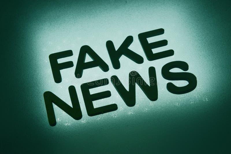 Wort ' Fälschung news' stock abbildung