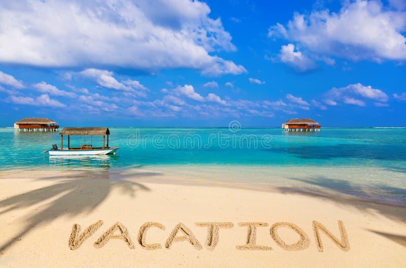 Wort-Ferien auf Strand stockbilder