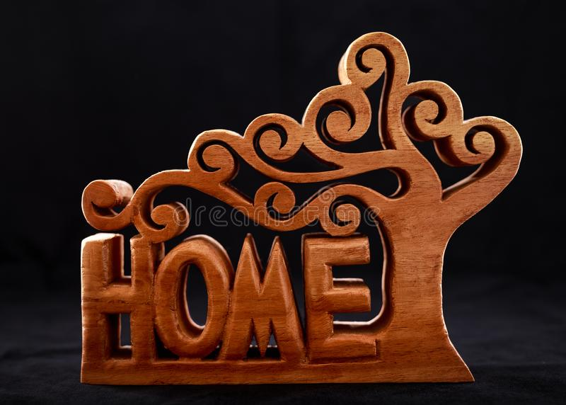 Wort nach Hause machte von der hölzernen dekorativen Zahl lizenzfreie stockfotografie