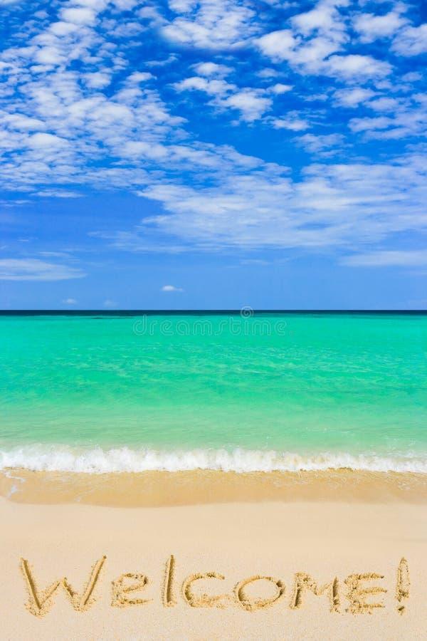 Wort-Willkommen auf Strand lizenzfreie stockfotografie
