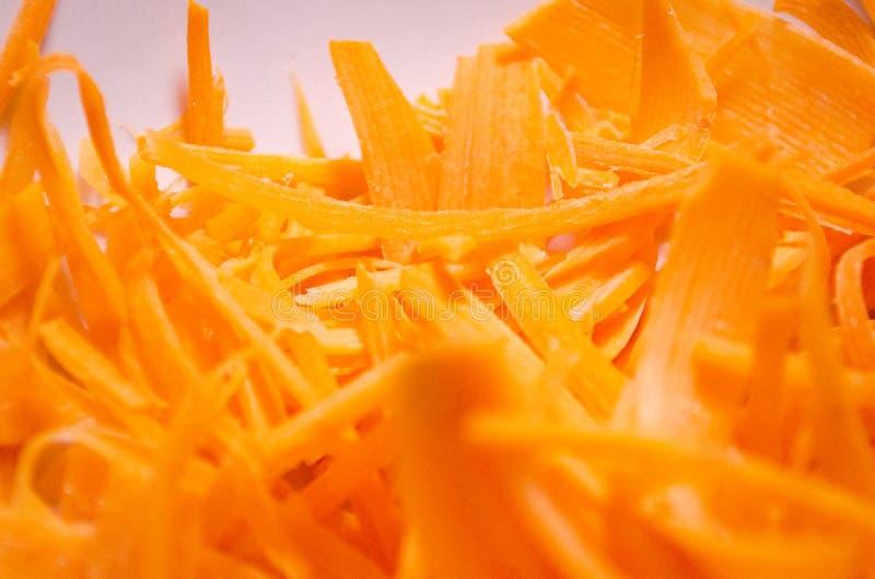 Wortel Gesneden wortelen Geraspte wortelen Sinaasappel geraspte wortelen Strowortelen Oranje samenstelling stock afbeelding