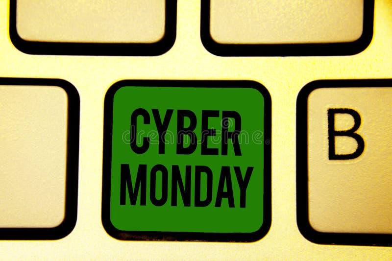 Wortschreibens-Text Cyber Montag Geschäftskonzept für Marketingbegriff für Montag nach Erntedankfest im US-Tastaturgrün lizenzfreies stockfoto