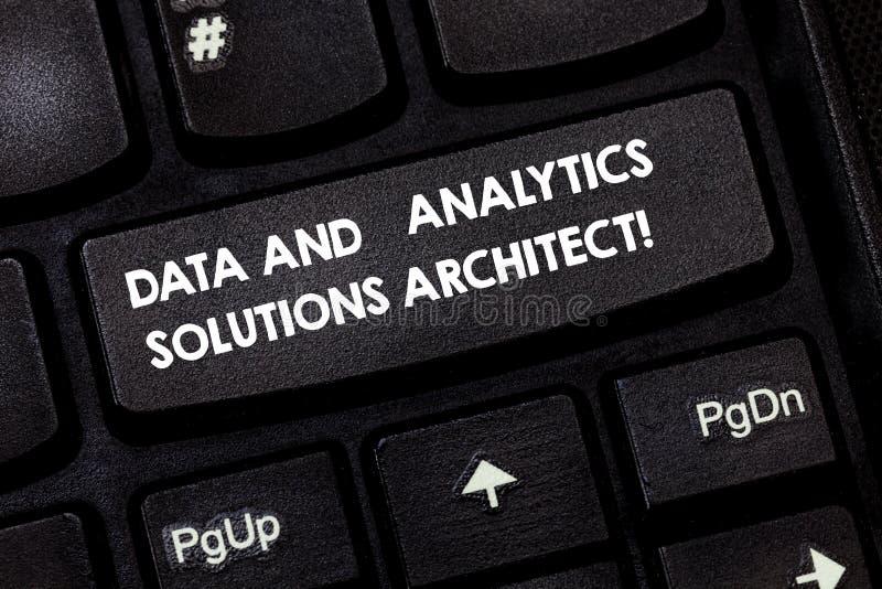 Wortschreibens-Text Daten und Analytics-Lösungs-Architekt Geschäftskonzept für moderne Technologien analysisagement Taste stockbild