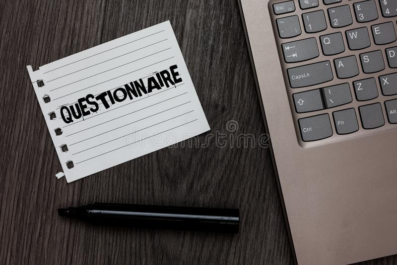 Wortschreibens-Text Fragebogen Geschäftskonzept für Fragen mit einer Wahl von Antworten überblicken netten Baut. statistischen St lizenzfreie stockfotografie