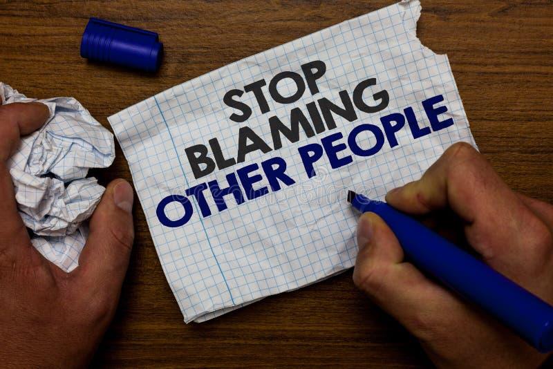 Wortschreibens-Text Halt, der andere Leute tadelt Geschäftskonzept für lassen Entschuldigungen Ihren Störungsschuld Handgriff-Pap lizenzfreies stockfoto