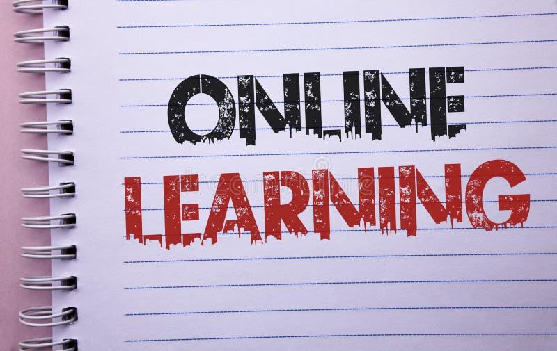 Wortschreibens-Text on-line-Lernen Geschäftskonzept für die Teleunterricht-elektronische pädagogische Technologie geschrieben auf stockfotografie