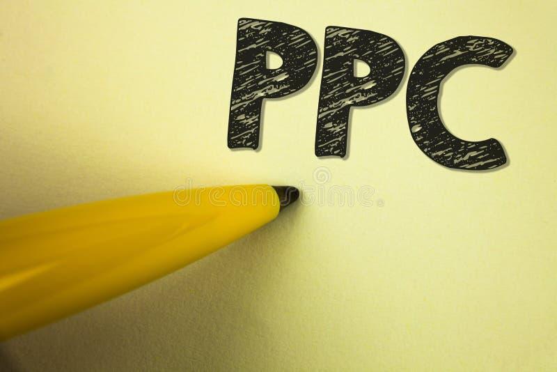 Wortschreibens-Text Ppc Geschäftskonzept für Bezahlung-pro-Klick- Werbestrategie-direkten Verkehr zu den Website geschrieben auf  lizenzfreie stockfotografie