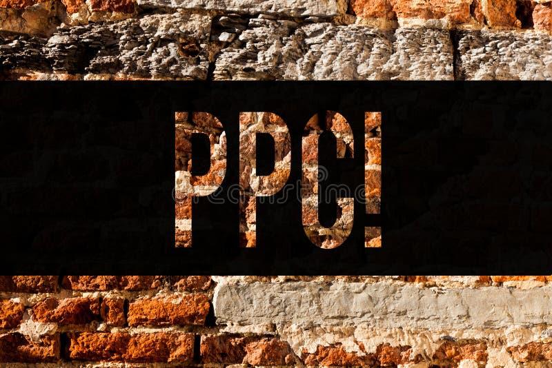 Wortschreibens-Text Ppc Geschäftskonzept für Bezahlung-pro-Klick- Werbestrategie-direkten Verkehr zur Website-Backsteinmauerkunst lizenzfreie stockbilder