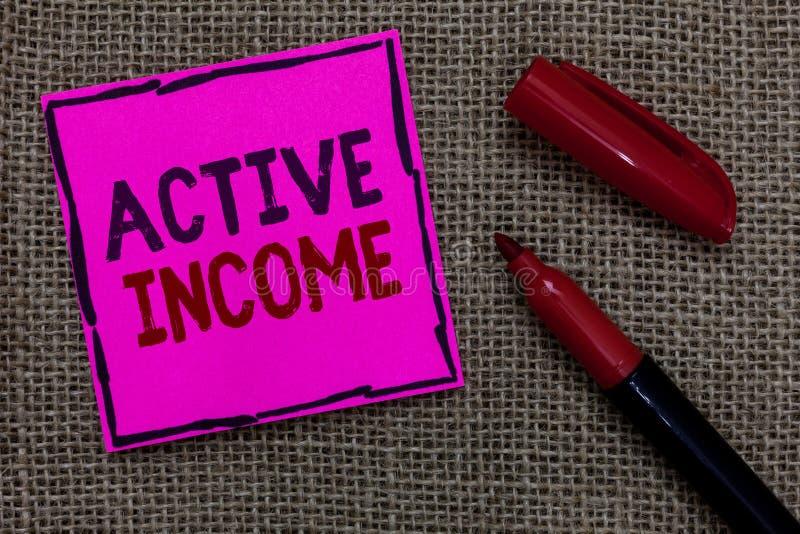 Wortschreibenstext Active-Einkommen Geschäftskonzept für Abgaben bezahlt das rosa wichtige Papier der Pensions-Kapitalanlagen-Tip stockbilder