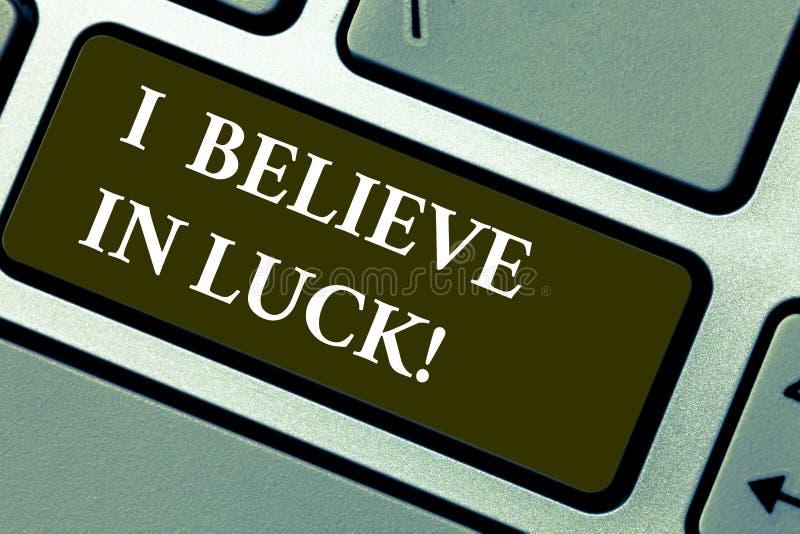 Wortschreibenstext, den ich an Glück glaube Geschäftskonzept für zum Haben von Glauben in Glücksbringer Aberglaube-denkender Tast lizenzfreie abbildung