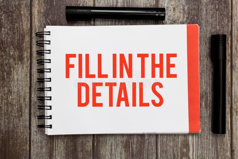 Wortschreibenstext füllen die Details aus Geschäftskonzept zu Add Information in einem leeren Raum in einem Dokument lizenzfreies stockbild