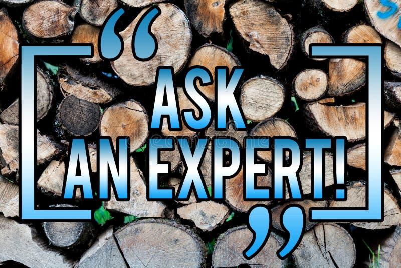 Wortschreibenstext fragen einen Experten Geschäftskonzept für Consult ein Berufsbitten um Rat machen eine Frage hölzernen Hinterg lizenzfreie stockfotos