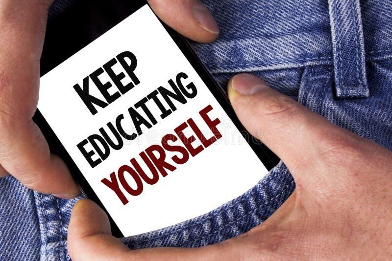 Wortschreibenstext halten Bildung sich Geschäftskonzept für nie hören auf zu lernen, besseres Improve zu sein anregen geschrieben stockfotografie