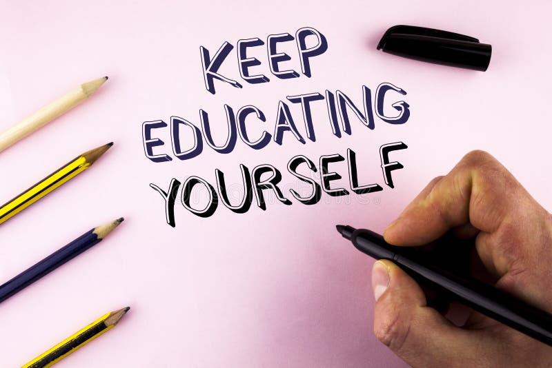 Wortschreibenstext halten Bildung sich Geschäftskonzept für nie hören auf zu lernen, besseres Improve zu sein anregen geschrieben stockbild