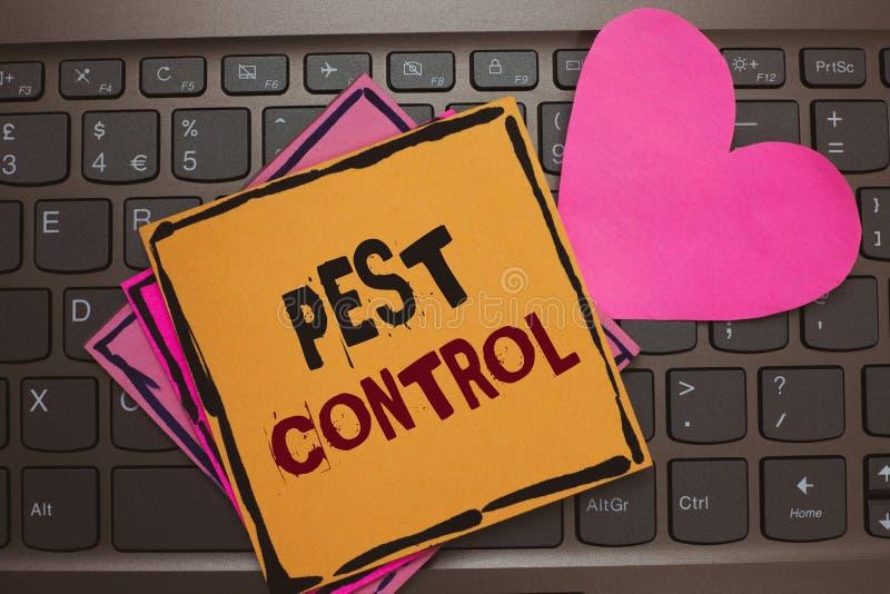 Wortschreibenstext Schädlingsbekämpfung Geschäftskonzept für das Töten von destruktiven Insekten, das die romantischen Ernten und stockfoto