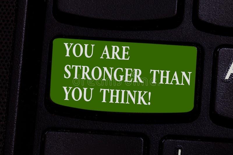 Wortschreibenstext sind Sie stärker, als Sie denken Geschäftskonzept, damit Anpassungsfähigkeits-Stärke Hindernisse überwindt stockbilder