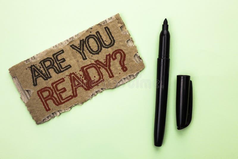 Wortschreibenstext sind Sie vorbereiten Frage Das Geschäftskonzept für ist geschrieben auf Riss Cardbo vorbereitetes motiviertes  stockbilder