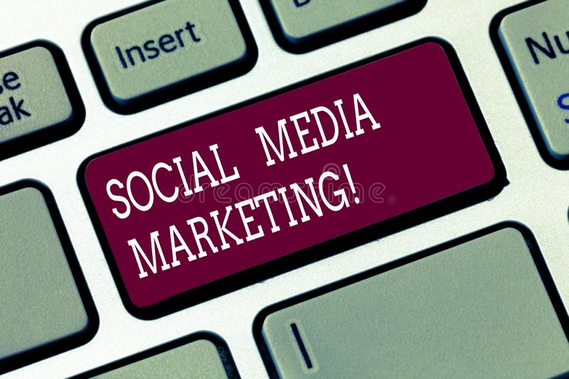Wortschreibenstext Social Media-Vermarkten Geschäftskonzept für Gebrauch von Social Media-Plattformen, Produkte zu fördern lizenzfreie stockbilder