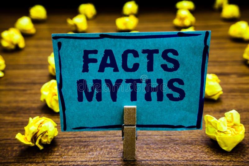 Wortschreibenstext Tatsachen-Mythen Geschäftskonzept für die Arbeit basiert auf Fantasie eher als auf aus dem wirklichem Leben Un stockfoto