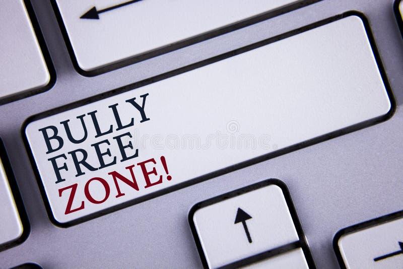 Wortschreibenstext Tyrann-Freizone-Motivanruf Geschäftskonzept für die Schaffung des Studentenlebens des Missbrauches freie Schul stockfoto