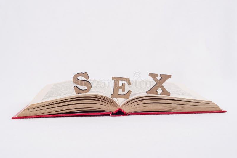 Wortsexbuchstaben, weißes Hintergrundoffenes buch lizenzfreie stockbilder
