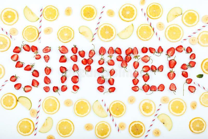 Wortsommer gemacht von den Erdbeerscheiben stockbilder