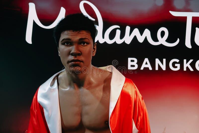 Wosk statua legendarny bokser Muhammad Ali jest przy Madame Tussaud Nawoskujący Muzeum w Bangkok, Tajlandia obraz stock