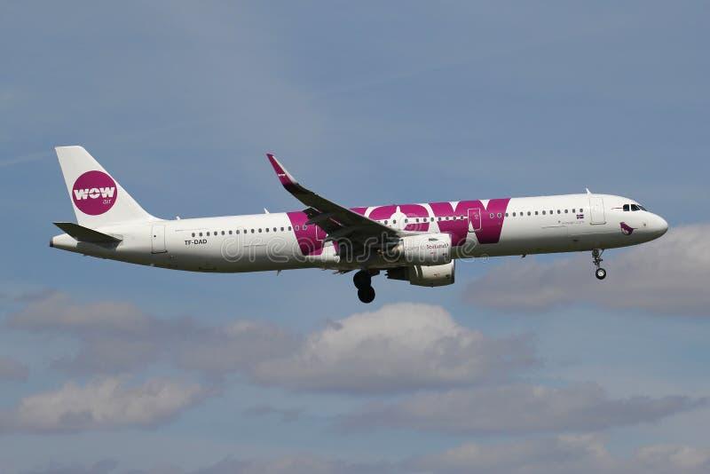 WOW airbus A321-200 αέρα στοκ φωτογραφία με δικαίωμα ελεύθερης χρήσης