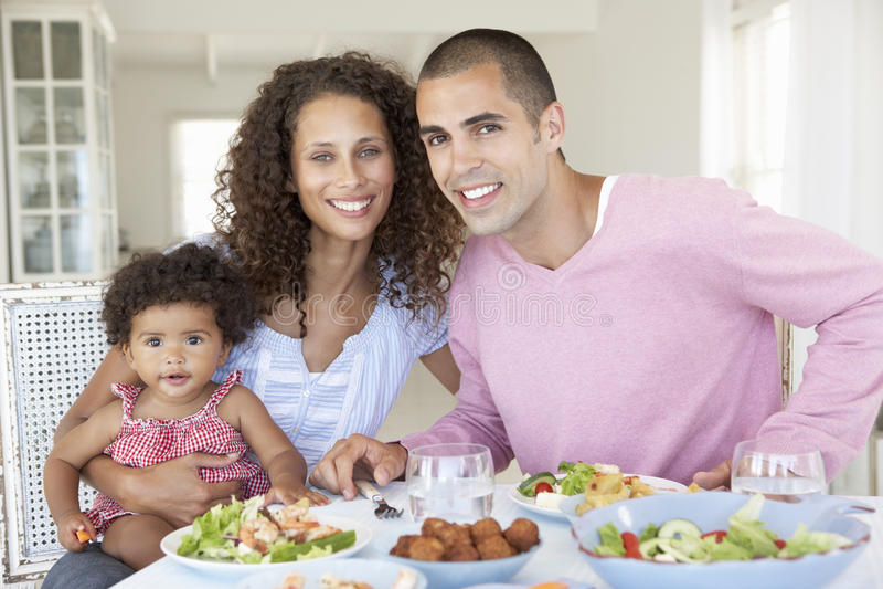 wpólnie dom rodzinny TARGET389_0_ posiłek zdjęcia stock