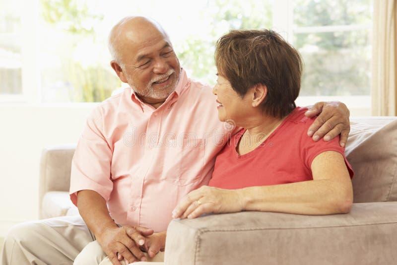wpólnie para senior domowy relaksujący zdjęcie stock