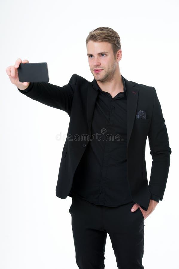 Wp8lywy selfie Biznesmen ufny używa smartphone bielu tło komunikaci biznesowej pojęcia odosobniony biel Mężczyzny kostiumu biznes obraz stock