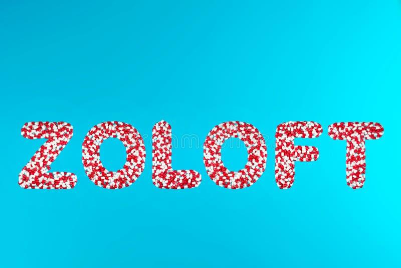 Wpisowego zoloft białe i czerwone pigułki na błękitnym tle zdjęcie royalty free
