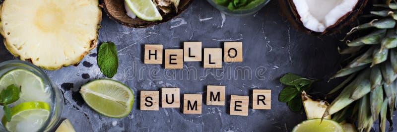 Wpisowy cześć lato na betonowym tle fotografia stock