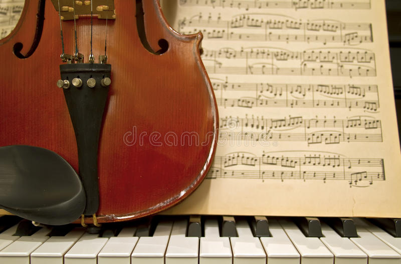 wpisuje skrzypcowych pianin muzycznych prześcieradła obrazy stock