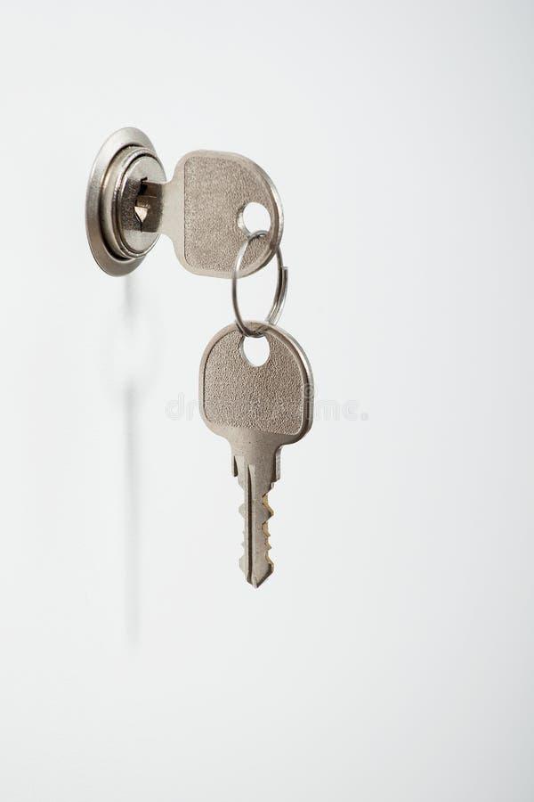 Wpisuje w keyhole na białym drzwi zdjęcia royalty free