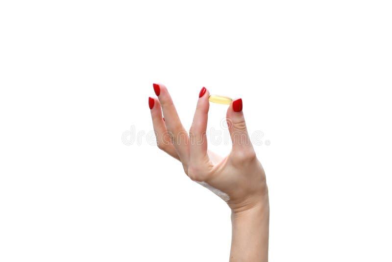Wręcza mienie kapsułę omega 3 na białym tle z bliska Wysoka rozdzielczość produkt tło zamazywał opieki pojęcia twarzy zdrowie mas obraz royalty free