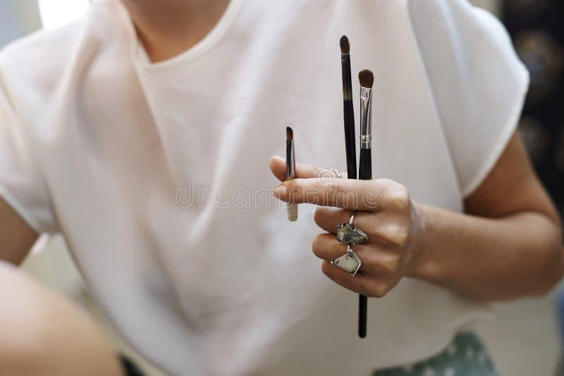 Wręcza makeup artysty obraz royalty free