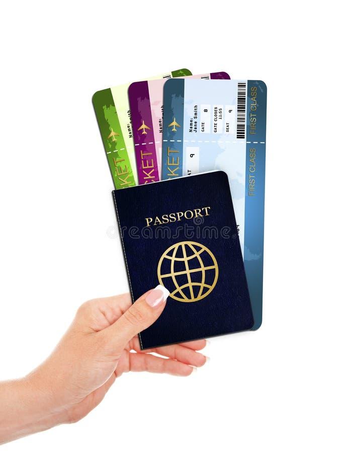 Wręcza mienie paszport i lotniczych bilety odizolowywających nad bielem zdjęcia royalty free