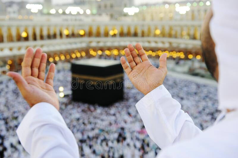 wręcza muzułmańskiego modlenie muzułmański mekkah obraz stock