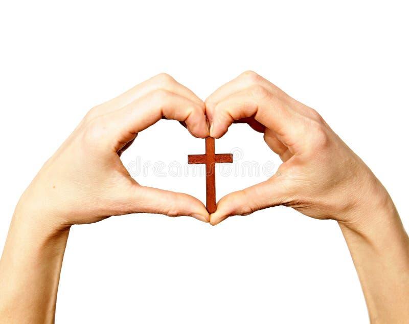 Wręcza trzymać krzyż w górę wysokości w formie serca zdjęcie royalty free