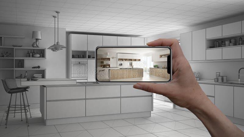 Wręcza trzymać mądrze telefon, symuluje projektów produkty w reala domu, AR zastosowanie, meblarskiego i wewnętrznego, architekta zdjęcie royalty free